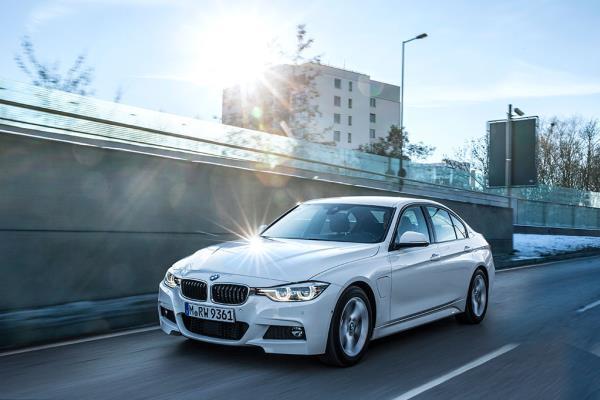 หนึ่งในรถยนต์ตระกูล BMW 3 Series