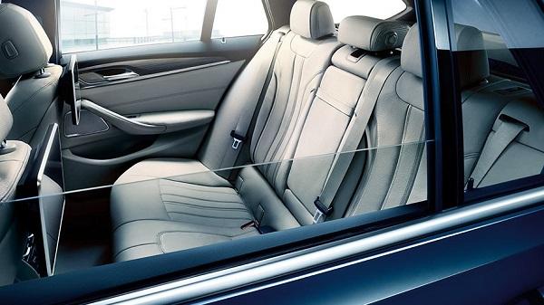 ภายในห้องโดยสารของ BMW 5 Series Touring 2019-2020
