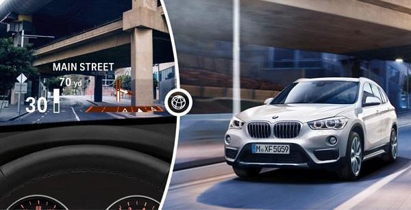 BMW Head-Up Display จะฉายภาพสีเพื่อแสดงข้อมูลที่เกี่ยวข้องกับการเดินทางที่ระดับสายตาของคนขับ