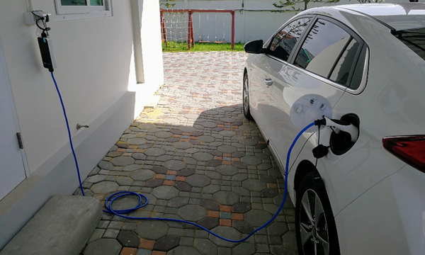Hyundai IONIQ ชาร์จแบตเตอรี่ด้วยไฟบ้านได้เต็มภายใน 12 ชั่วโมง
