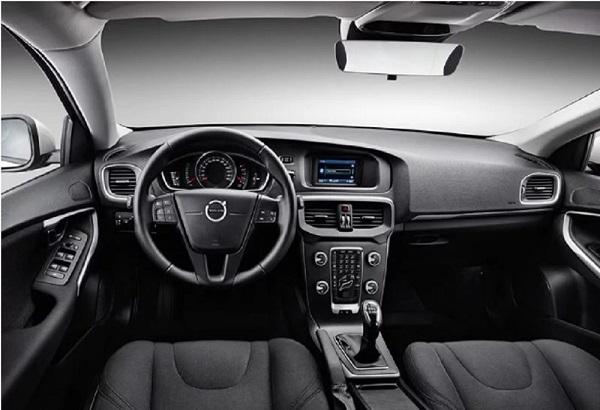 ภายในห้องโดยสารของ Volvo V40 2019