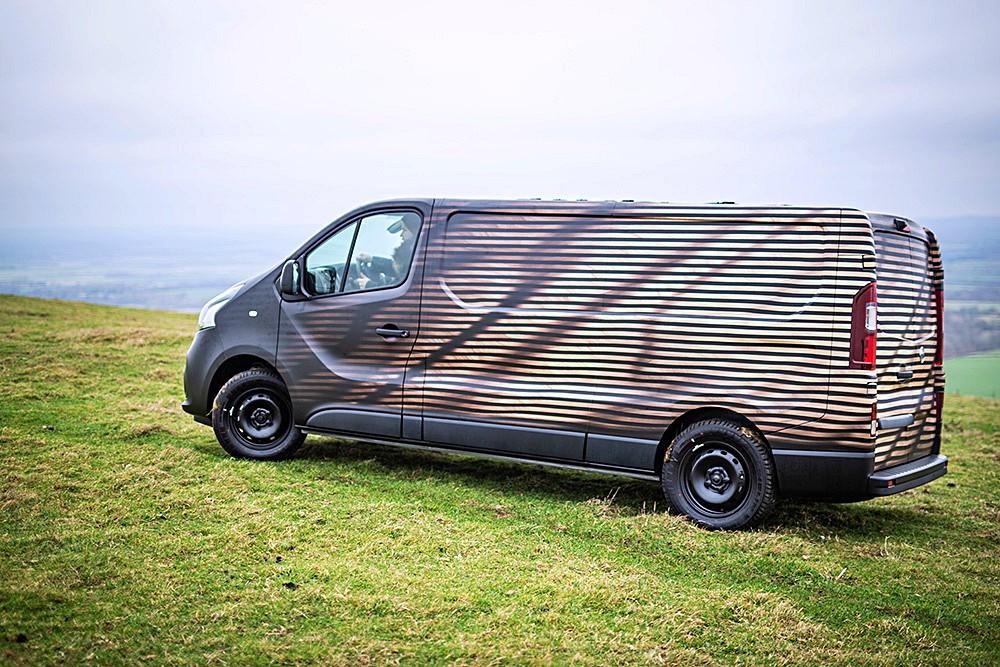 Nissan NV300 Concept-van นี้เป็นผลงาน Bespoke ของ Nissan UK เพื่ออวดความมหัศจรรย์ของ Nissan NV300 รถตู้เชิงพาณิชย์ขนาดกลาง (Light Commercial Vehicle) หรือบางตลาดเรียก Minibus