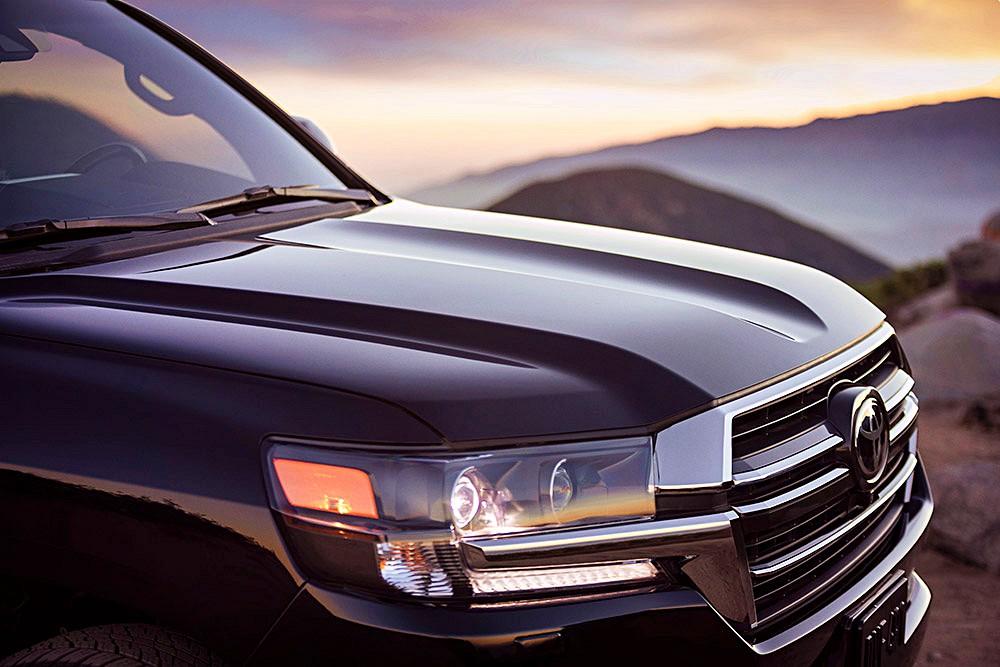 Toyota Land Cruiser Heritage Edition โดดเด่นจริง ๆ คือกระจังหน้าและล้ออะลูมิเนียม (Forged) ขนาด 18 นิ้ว ลายพิเศษ
