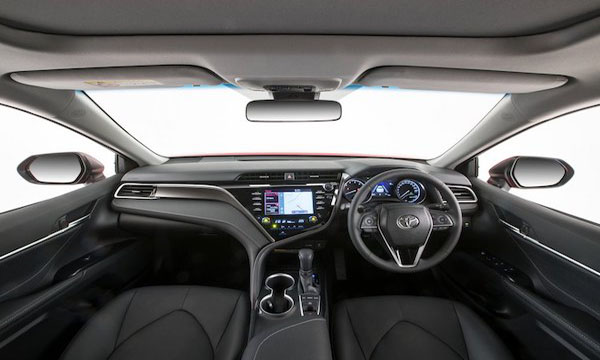 Toyota Camry 2019 ตกแต่งภายในด้วยสีทูโทนดำ-ครีม