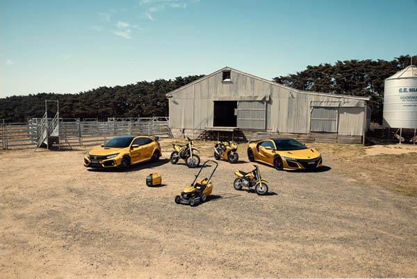 ภาพกราฟฟิคแสดงยานยนต์ต่างๆ ของ Honda ในแบบสีทอง