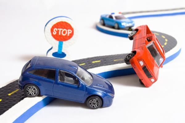 การเลือกซื้อประกันภัยรถยนต์จากข้อมูลที่ควรทราบ