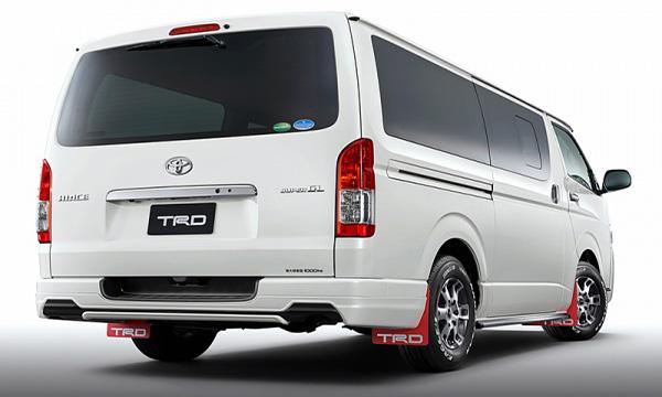 ด้านหลัง Toyota Hiace กับชุดแต่ง TRD