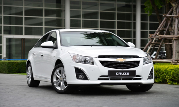 ซื้อรถยนต์ที่มีสีตัวถังโทนสีขาว