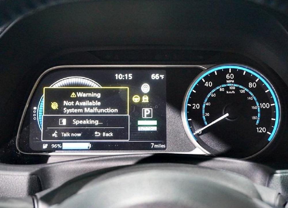 รุ่นท็อปสุดมาพร้อมระบบอินโฟเทนเม้นท์ NissanConnect หน้าจอขนาด 8 นิ้ว