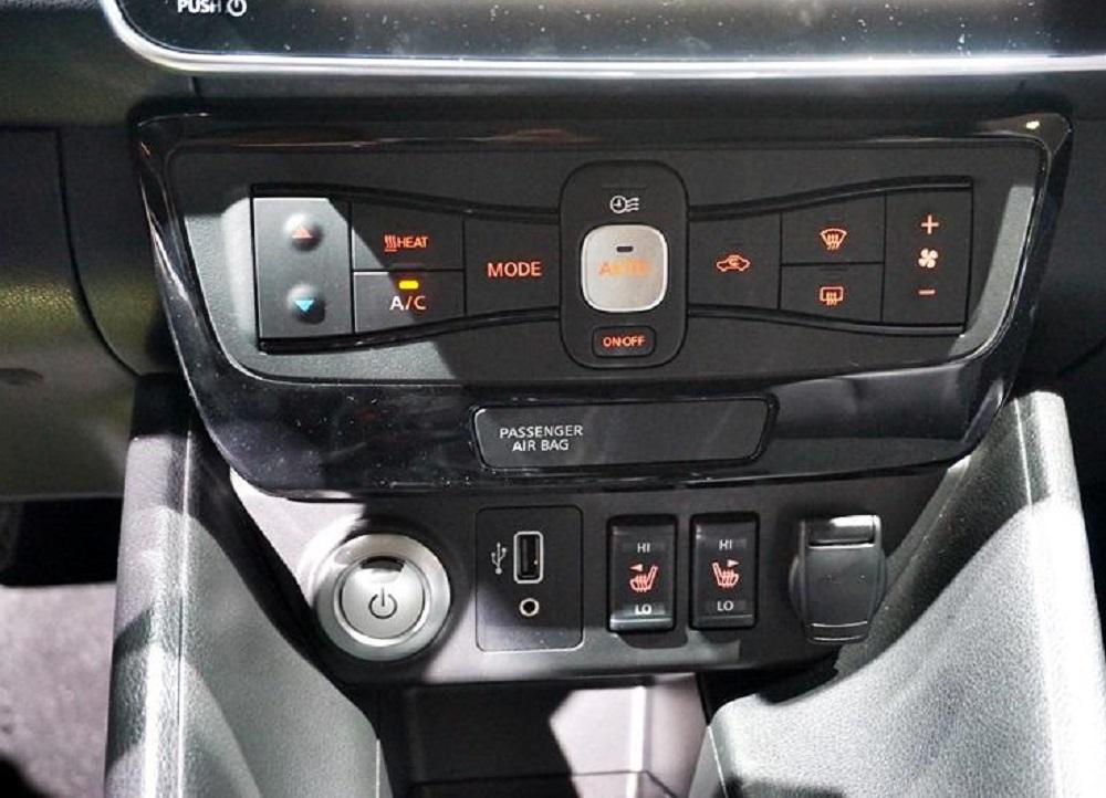ประกอบด้วย หน้าจออินโฟเทนเม้นท์ขนาด 8 นิ้ว รองรับ Apple CarPlay/Android Auto