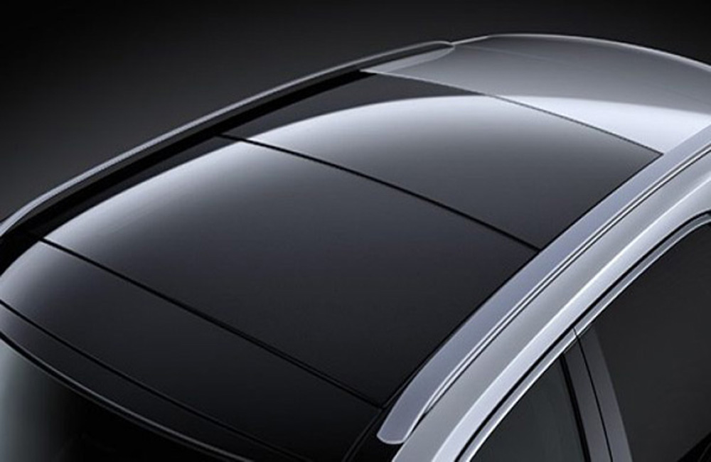 Lexus RX 450h ได้รับการติดตั้งกระจังหน้าขนาดใหญ่แบบ Spindle Grill พร้อมไฟหน้ารูปทรงตัว L ปรับระดับสูง-ต่ำอัตโนมัติ ติดตั้งหลังคามูนรูฟเปิด-ปิดอัตโนมัติด้วยไฟฟ้า
