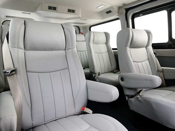ภายในห้องโดยสารสามารถรองรับผู้โดยสารได้ถึง 11 ที่นั่ง และยังกว้างขวาง นั่งสบายทุกที่นั่ง