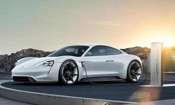 แตกต่างอย่างมีระดับ แต่ยังคงเอกลักษณ์ความหรูหราและล้ำมัยสไตล์ Porsche