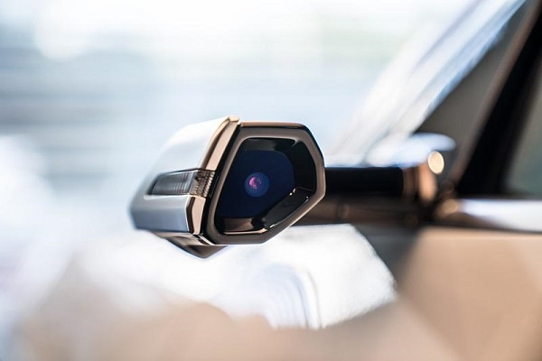เทคโนโลยีล้ำสมัยและมีสไตล์ใน Audi e-tron 55 quattro
