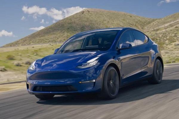 สามารถเพิ่มฟังก์ชั่นสำหรับการขับขี่กึ่งอัตโนมัติของ Tesla สำหรับ All-new Tesla Model Y 2020