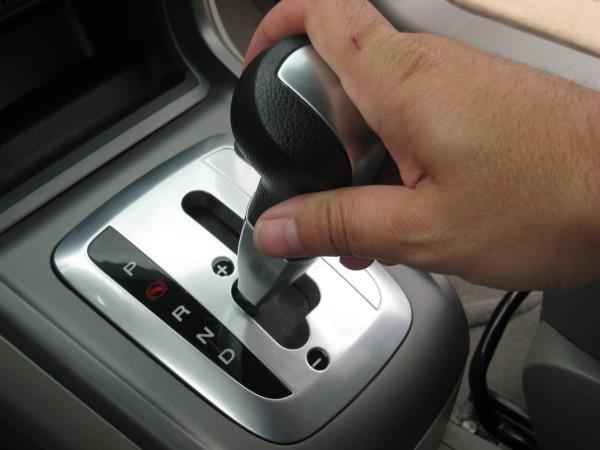 การเลือกใช้เกียร์ N เมื่ออยู่ในสถานการณ์รถติดแทนเกียร์ R