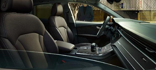 ภายในห้องโดยสารของ Audi Q8 (2019)