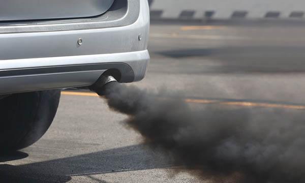 รถยนต์ควันดำสาเหตุหนึ่งที่ทำให้เกิดฝุ่นพิษ