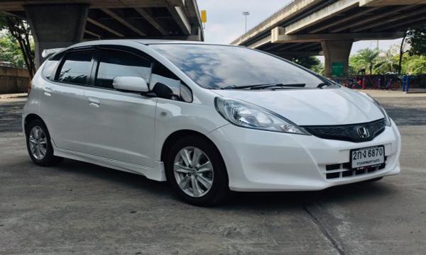 Honda Jazz 1.5 S AT ปี 2013 สีขาว