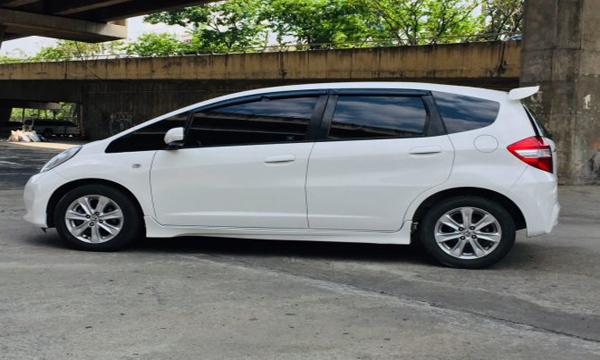 ด้านข้าง Honda Jazz 1.5 S AT ปี 2013