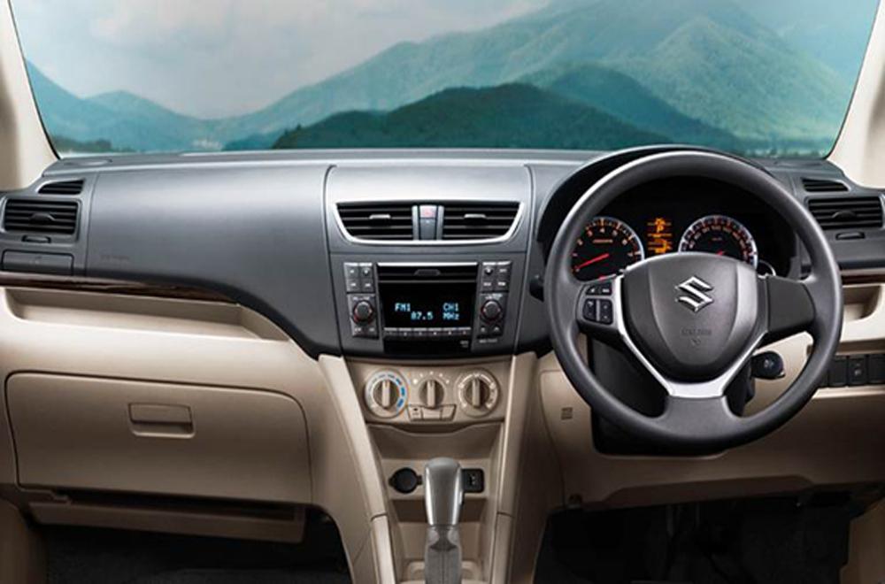 Suzuki Ertiga ได้รับการตกแต่งภายในด้วยสีทูโทนดำ-ครีม แผงคอนโซลหน้าตกแต่งด้วยสีดำ เบาะนั่งหุ้มด้วยผ้าสีดำ โดยเบาะนั่งฝั่งคนขับสามารถปรับระดับสูง-ต่ำได้ ส่วนเบาะนั่งแถวที่ 2 ปรับพับได้แบบ 60:40 และ เบาะนั่งแถวที่ 3 ปรับพับแบบ 50:50