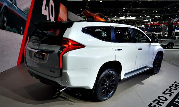 ด้านหลัง Mitsubishi Pajero Sport 2019