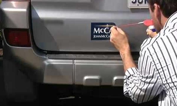 ลอกสติ๊กเกอร์ที่ติดบนรถอย่างไรให้ไร้ร่องรอย