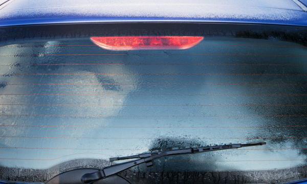 ทำไมใบปัดน้ำฝนด้านหลังจึงมีอยู่แต่ในรถแฮทช์แบ็ค