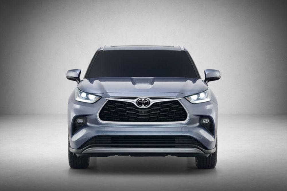Toyota Highlander Gen 4 ที่ได้รับการเปลี่ยนโฉมใหม่ทั้งหมด แต่ยังคงความเป็นเอกลักษณ์ของโตโยต้า ซึ่งเป็นรถยนต์ที่ปลอดภัย มั่นใจในการใช้งาน ความทนทาน และความเป็นรถอเนกประสงค์ของครอบครัว