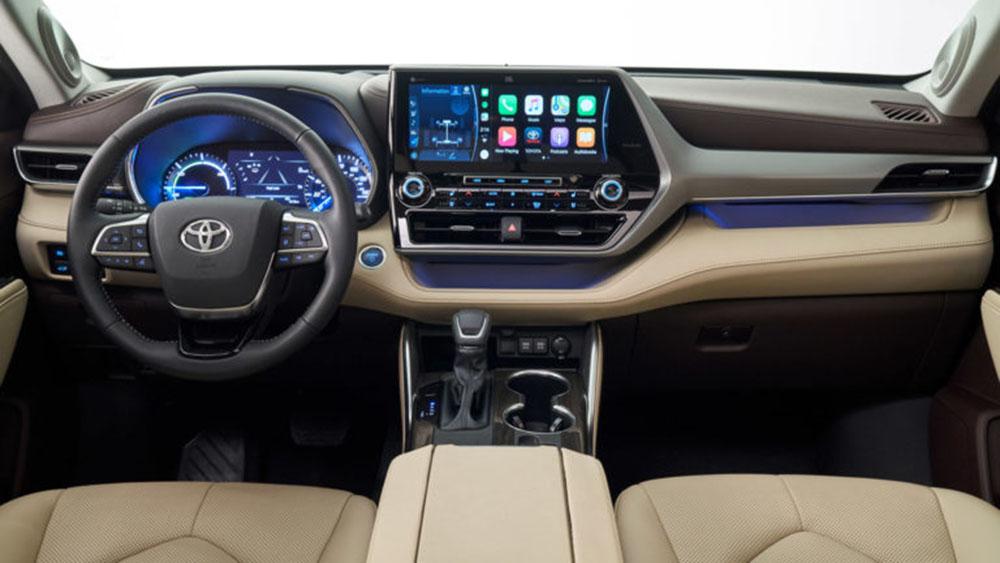 จอทัชสกรีน 12.3 นิ้ว รองรับ Apple carplay และ Android Auto หน้าจอฝั่งคนขับขนาด 7 นิ้ว ที่ให้ภาพกราฟิกที่คมชัด มีพอร์ต USB 3 ช่องทางด้านหน้า รองรับการชาร์จแบบไร้สาย สามารถส่ง WiFiได้ถึง5device  ระบบเสียง JBL Premium 1,200 วัตต์และลำโพง 11 ตัว