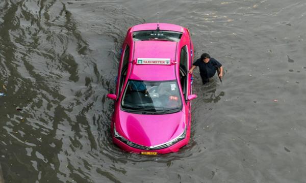 จอดรถไว้แล้วรถจมน้ำต้องแก้ไขอย่างไร
