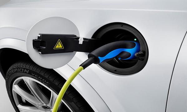 Volvo XC90 วิ่งด้วยไฟฟ้าเพียงอย่างเดียวได้ระยะทางสูงสุด 40 กิโลเมตร