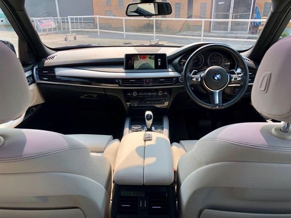 ภายในห้องโดยสาร BMW X5 xDrive30d  ปี 2015