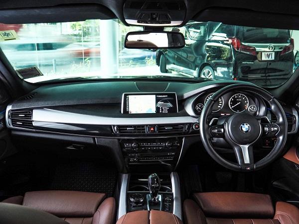 ภายในห้องโดยสาร BMW X5 XDrive 40e M Sport ปี 2016