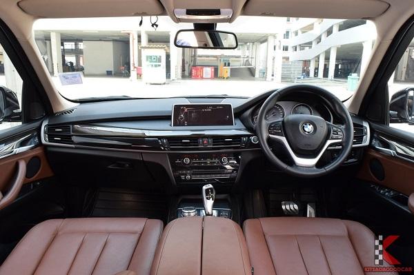 ภายในห้องโดยสาร BMW X5 sDrive25d ปี 2017