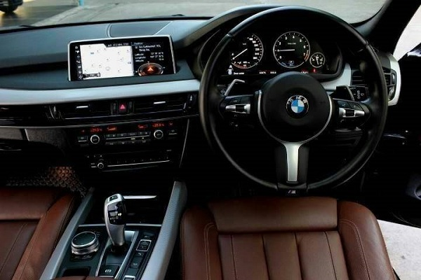 ภายในห้องโดยสาร BMW X5 xDrive40e plug-in M-sport 2.0 (F15) ปี 2018