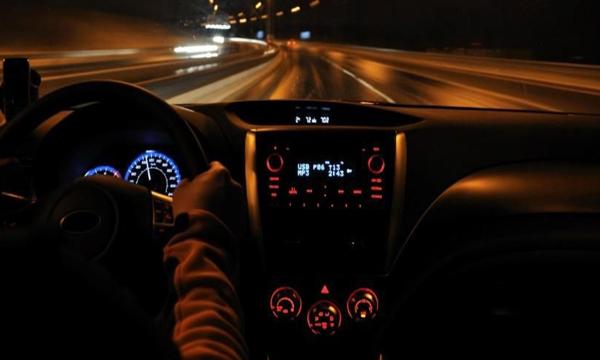 ขับรถกลางคืนอย่างไรให้ปลอดภัย