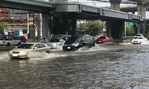 ขับรถลุยน้ำท่วมอย่างไรให้ปลอดภัย