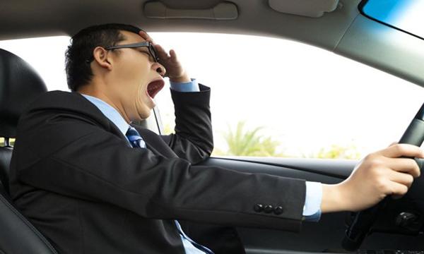 เคล็ดลับแก้ง่วงเมื่อต้องขับรถในระยะทางไกล