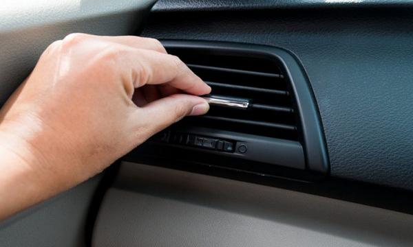 วิธีขจัดกลิ่นอับภายในรถ
