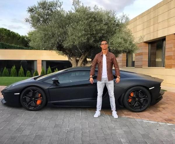 คริสเตียโน โรนัลโด กับ Lamborghini Aventador