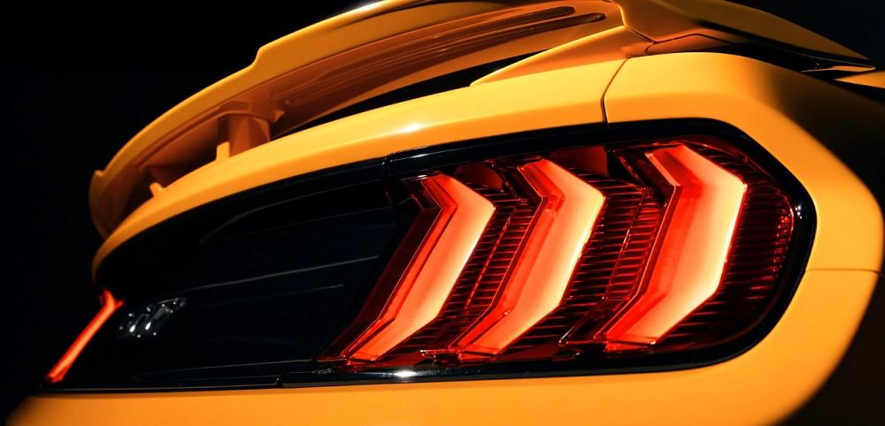 ไฟท้ายแบบ LED Tri – Bar ที่เป็นเอกลักษณ์เฉพาะตัวของ Ford Mustang BULLITT 2019