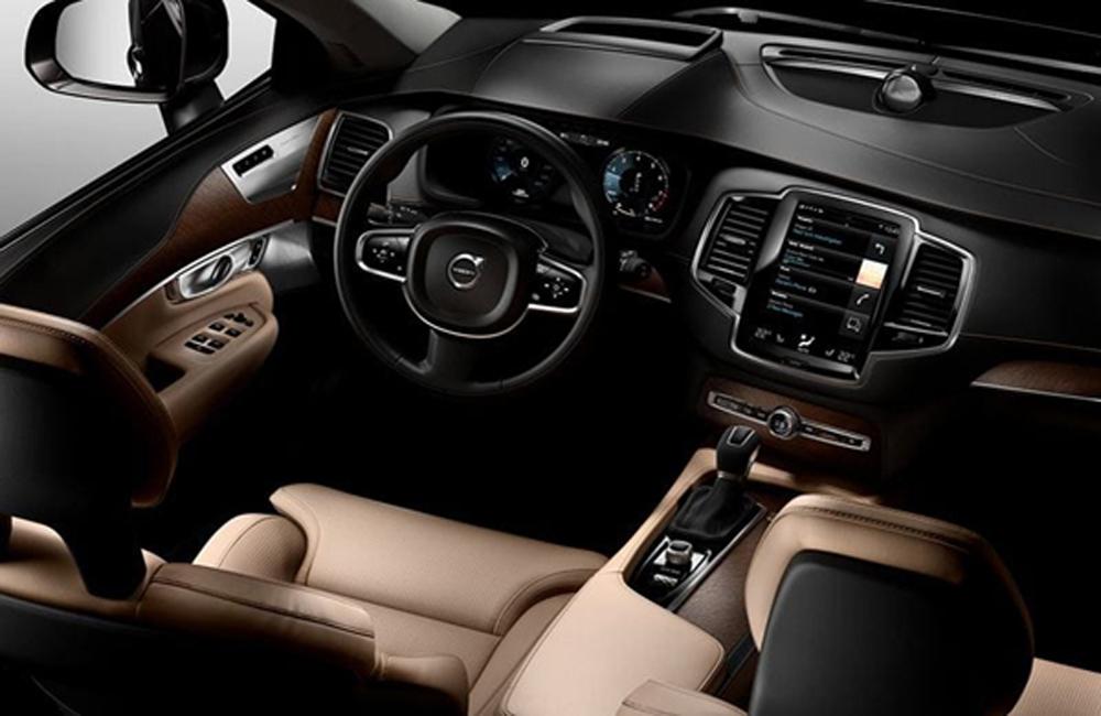 Volvo XC90 T8 Inscription มอบความสะดวกในทุกทริปการเดินทางด้วยระบบช่วยในการขับขี่ Pilot Assist ที่ช่วยบังคับเลี้ยวและตรวจจับความเร็วของรถคันหน้าประสานการทำงานร่วมกับระบบควบคุมความเร็วแบบแปรผันเพื่อรักษาระยะห่างและออกตัวรถโดยอัตโนมัติ