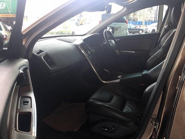 ภายในห้องโดยสาร ด้านข้าง Volvo XC60 D4 suv มือสอง ปี  2014
