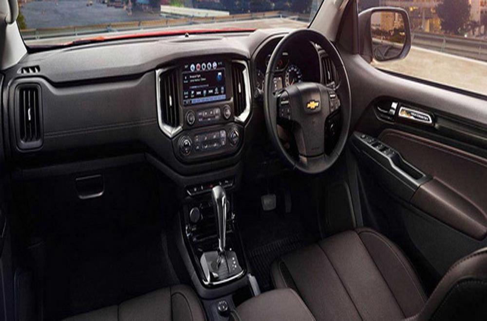 Chevrolet Colorado High Country ได้รับการตกแต่งภายในอย่างประณีตด้วยวัสดุหนัง โดยเบาะนั่งทั้ง 4 ที่นั่งมีการหุ้มหนังเกรดพรีเมี่ยม ส่วนคอนโซลด้านหน้าก็ได้มีการติดตั้งปุ่มสั่งการต่างๆเอาไว้ให้อยู่ในระดับที่สามารถใช้งานได้อย่างสะดวก