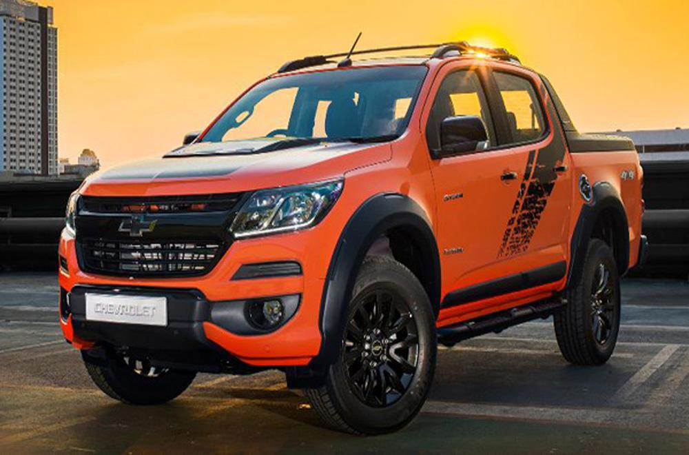 Chevrolet Colorado กระบะสายพันธุ์อเมริกันที่ได้มีการปรับโฉมให้ปราดเปรียวและแข็งแกร่งมากยิ่งขึ้นโดยเฉพาะรุ่นกระบะแค็ป 4 ประตู ตั้งแต่รุ่นล่างสุด LS ไปจนถึงรุ่นท็อปสุด High Country แต่ยังคงรักษาเอกลักษณ์ไว้ด้วยกระจังหน้าแบบ Dual Port