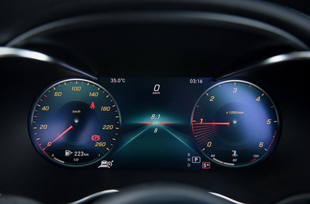 Mercedes Benz C-Class ได้รับการติดตั้งหน้าจอแสดงผลการขับขี่ขนาดใหญ่พร้อมมาตรวัดความเร็วและวัดรอบเครื่องยนต์แบบ All –Digital Instrument Display ขนาด 12.3 นิ้ว