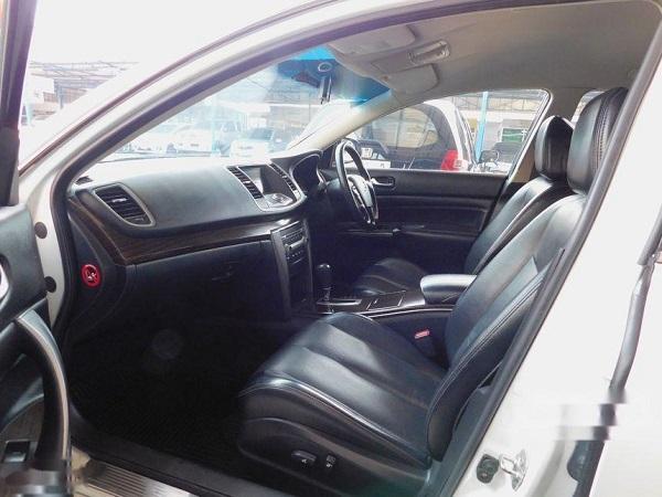 ภายในห้องโดยสารตอนหน้า Nissan Teana  มือสอง รุ่น 200 XL sedan ปี 2014