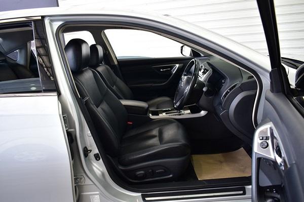 ภายในห้องโดยสารตอนหน้า Nissan Teana  มือสอง รุ่น 200 XL AT ปี 2015