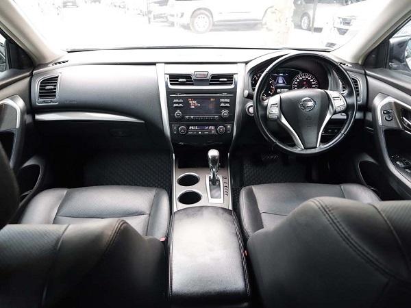 ภายในห้องโดยสารดอนหน้า Nissan Teana  มือสอง รุ่น 2.0 XL  AT ปี 2016ภายในห้องโดยสารดอนหน้า Nissan Teana  มือสอง รุ่น 2.0 XL  AT ปี 2016